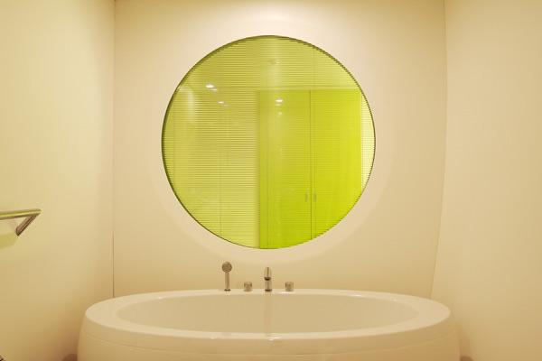 Arredamento Hotel duoMo di Rimini: bagni realizzati con Corian®