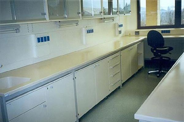 Arredo Sanitario Ospedale Bolzano - Rep. Microbiologia - Arredamento in Corian®