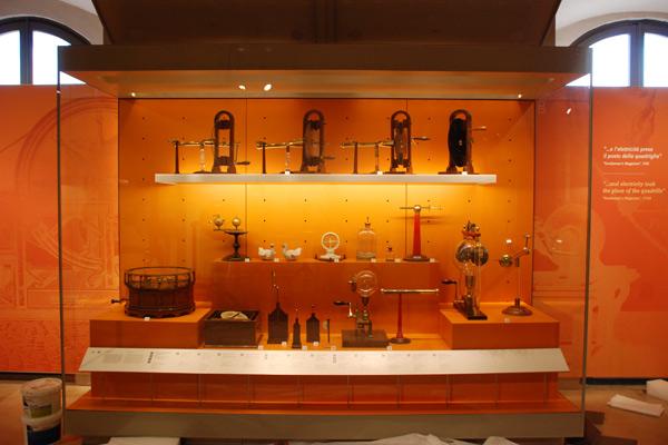 Allestimento Museo - Galileo Firenze - Progetto Design in Corian - 04