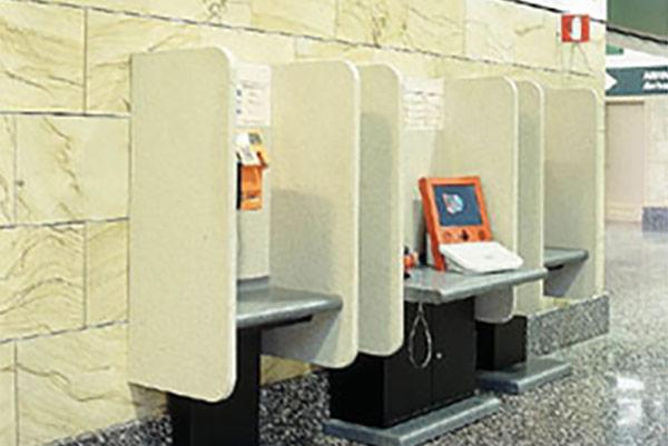 Allestimento aeroporto Malpensa - Progetto in Corian® Arredo interno