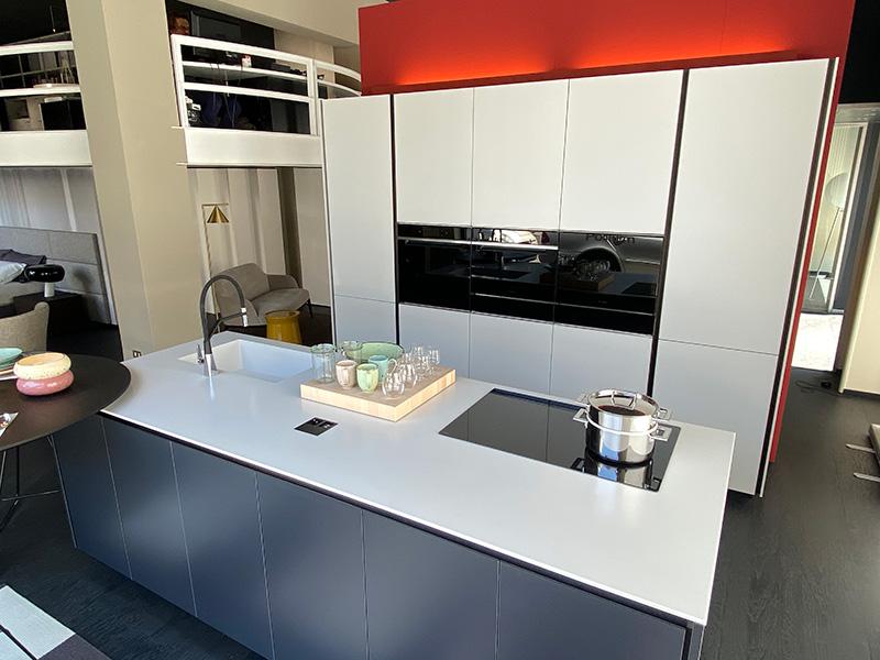 Cucina Poliform realizzata con piano di lavoro in Corian®